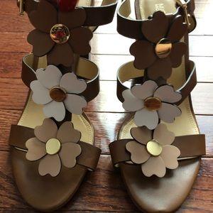 Michael Kors kit flower T-strap Sandals size 9